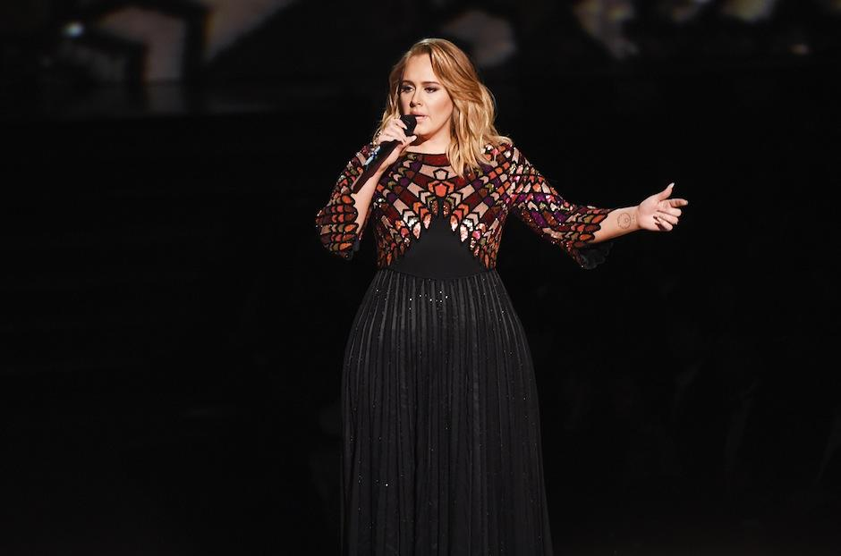 Sus hermosos vestidos siempre llaman la atención. Mira como lucía antes dentro de la nota. (Foto: Billboard)