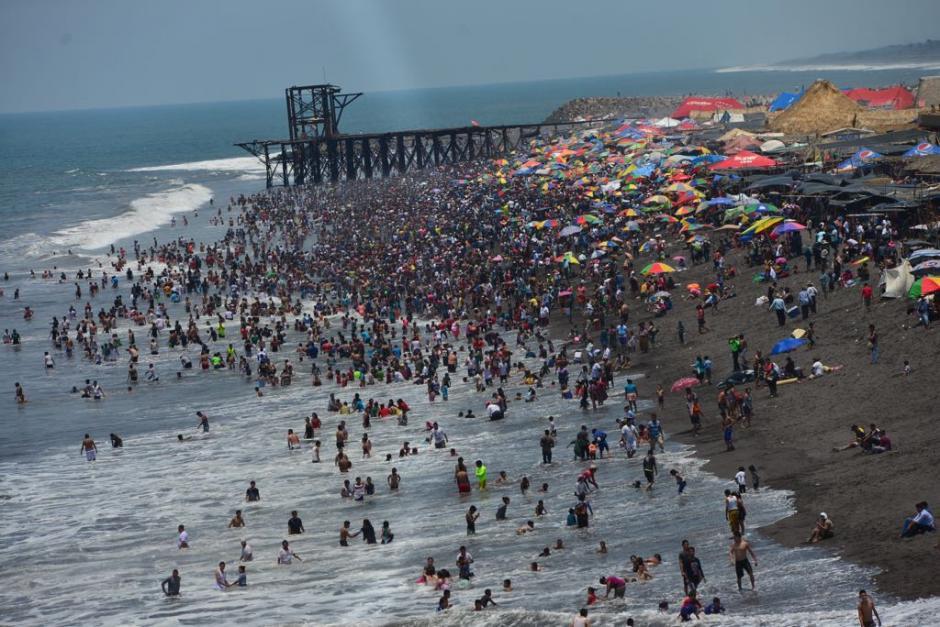 Champerico alberga a cientos de veraneantes en sus playas. (Foto: Jesús Alfonso/Soy502)