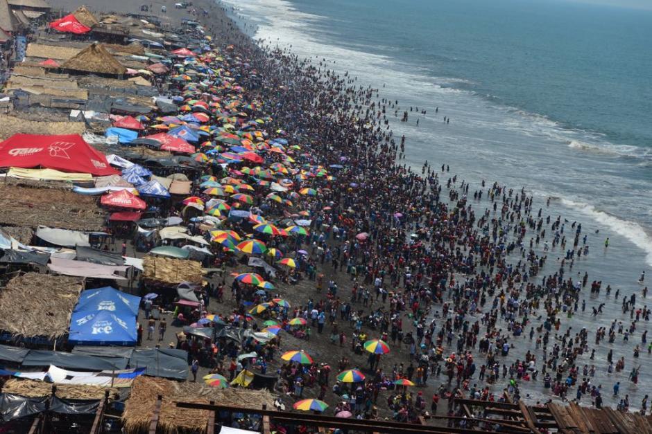 Se espera que una gran cantidad de turistas empiecen el retorno este sábado, (Foto: Jesús Alfonso/Soy502)