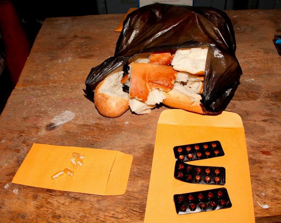 El paquete sería entregado a uno de los reos. (Foto: PNC)