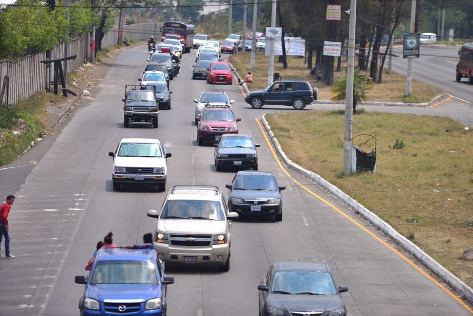 Las colas empiezan a alargarse en Amatitlán. (Foto: Jesús Alfonso/Soy502)