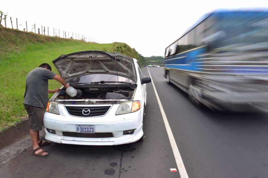 Algunos automovilistas han tenido problemas con sus vehículos. (Foto: Jesús Alfonso/Soy502)