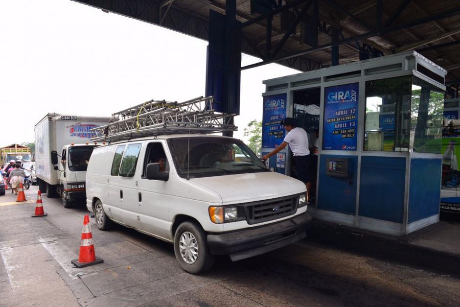 En el peaje se ha redondeado el cobro para agilizar la movilización del tráfico. (Foto: Jesús Alfonso/Soy502)