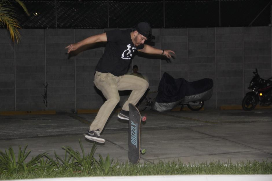 El patinaje es su pasión y lo combinan con ayuda al prójimo. (Foto: Fredy Hernández/Soy502)