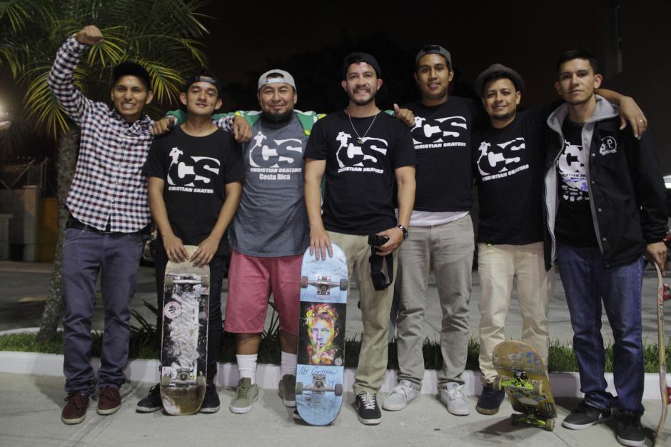Los jóvenes buscan llevar esperanza a los menos afortunados. (Foto: Fredy Hernández/Soy502)