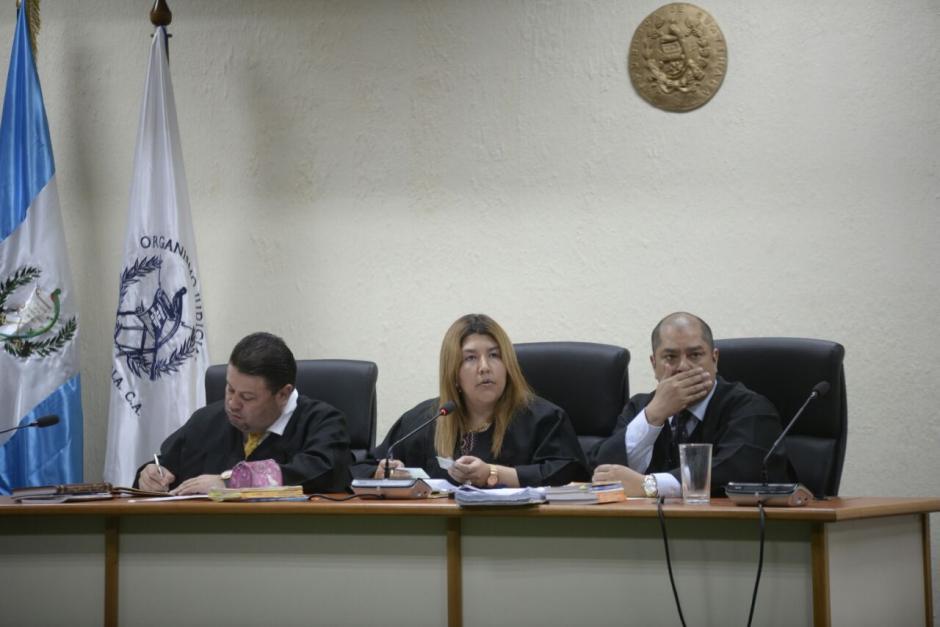 La Sala de Mayor Riesgo está integrada por la presidenta Anabella Cardona, el vocal primero Maynor Oxom y el vocal segundo Marvin Reyes Lee. (Foto: Wilder López/Soy502)