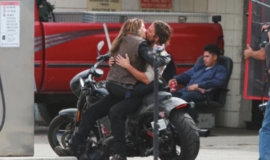 Gaga y Bradley fueron catados en una romántica escena. (Foto: TMZ)