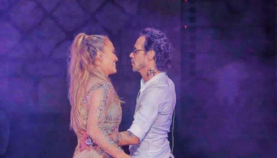 JLo rechaza un beso de Marc Anthony en pleno escenario foto