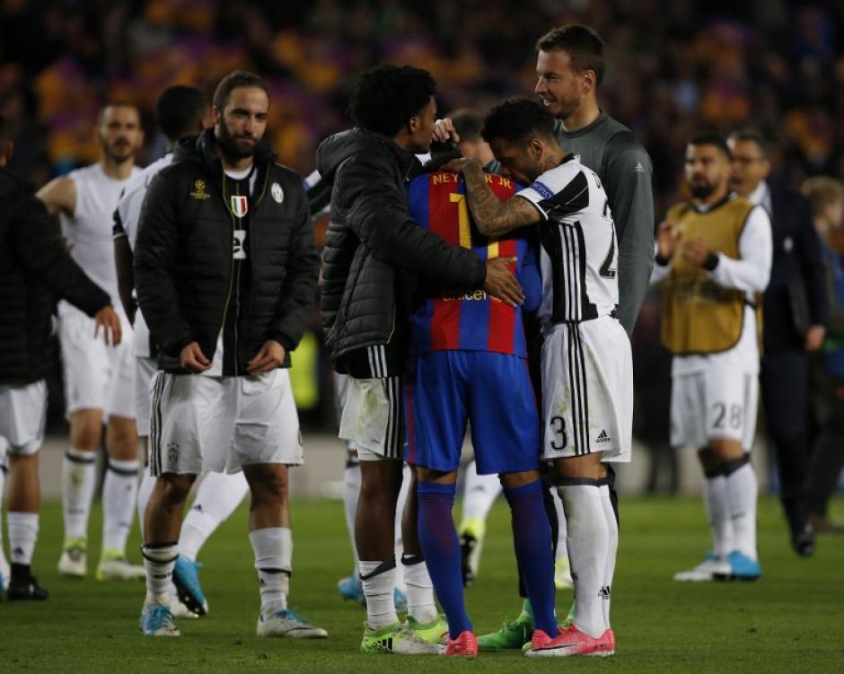 Neymar recibió apoyo y palabras de aliento para superar el momento. (Foto: AFP)