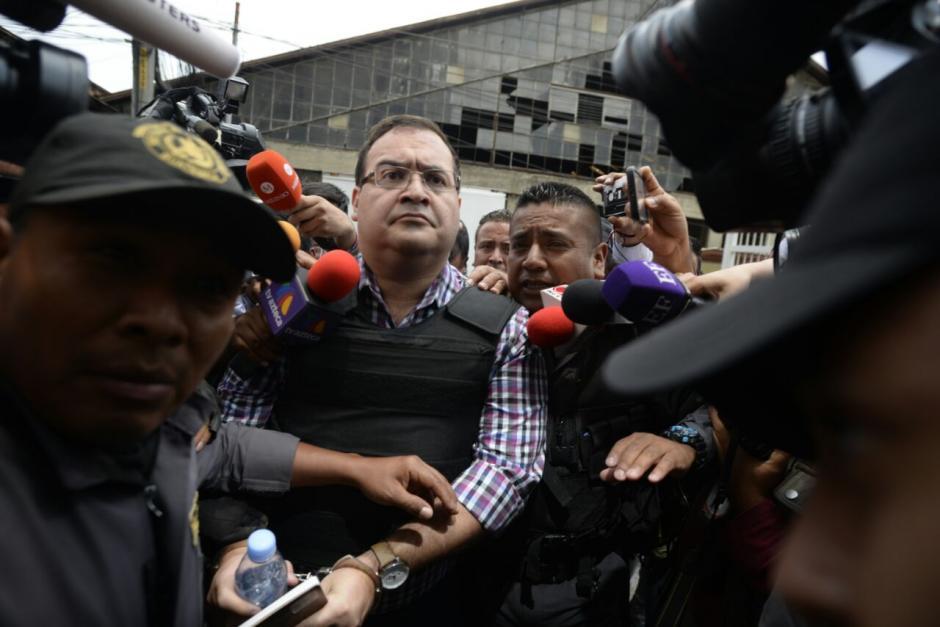 Con un semblante molesto fue ingresado al tribunal. (Foto: Wilder López/Soy502)