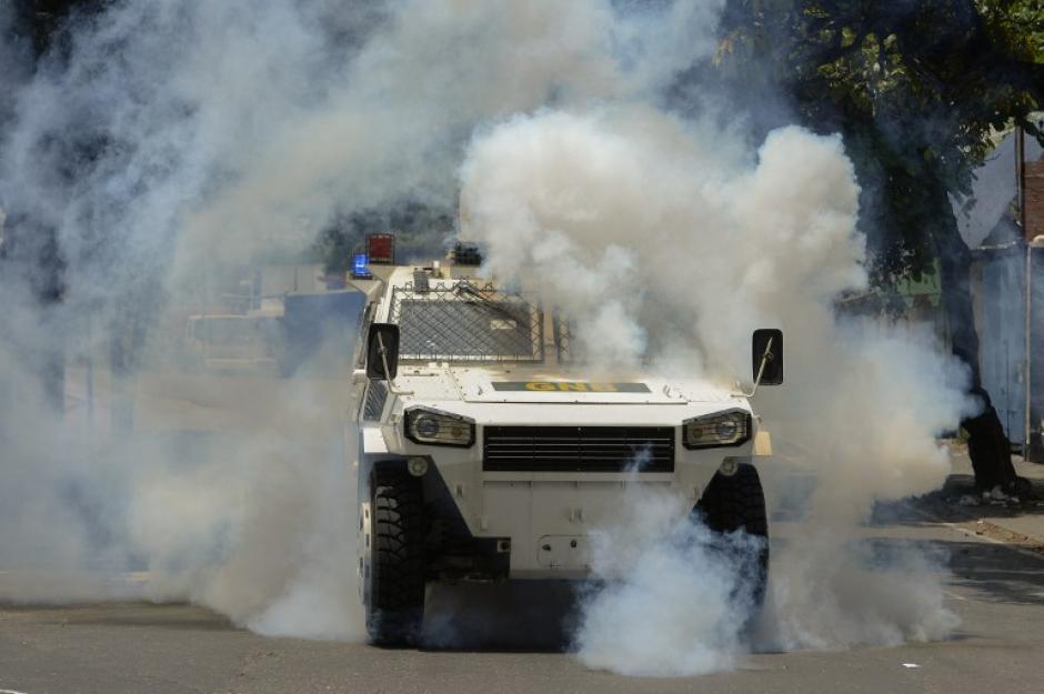 El Gobierno ha lanzado gases lacrimógenos a los opositores para movilizarlos. (Foto: AFP)