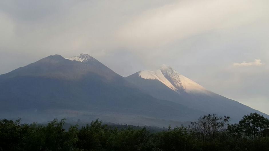 Tormenta cubre de hielo el cráter del volcán de Fuego. (Foto: Conred)