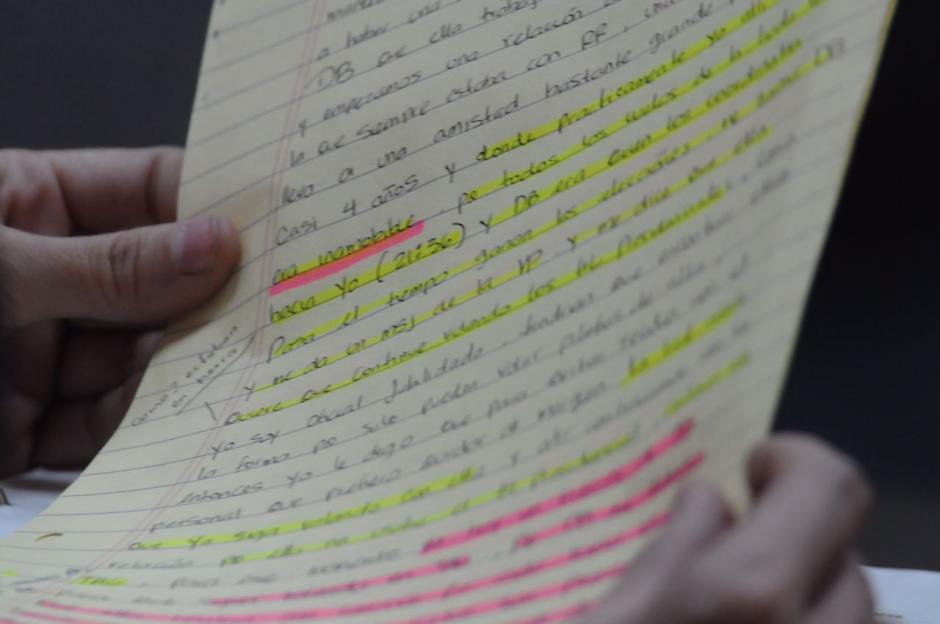 Estos son los apuntes que la exdiputada tenía para declarar ante el juez. (Foto: Jesús Alfonso/Soy502)