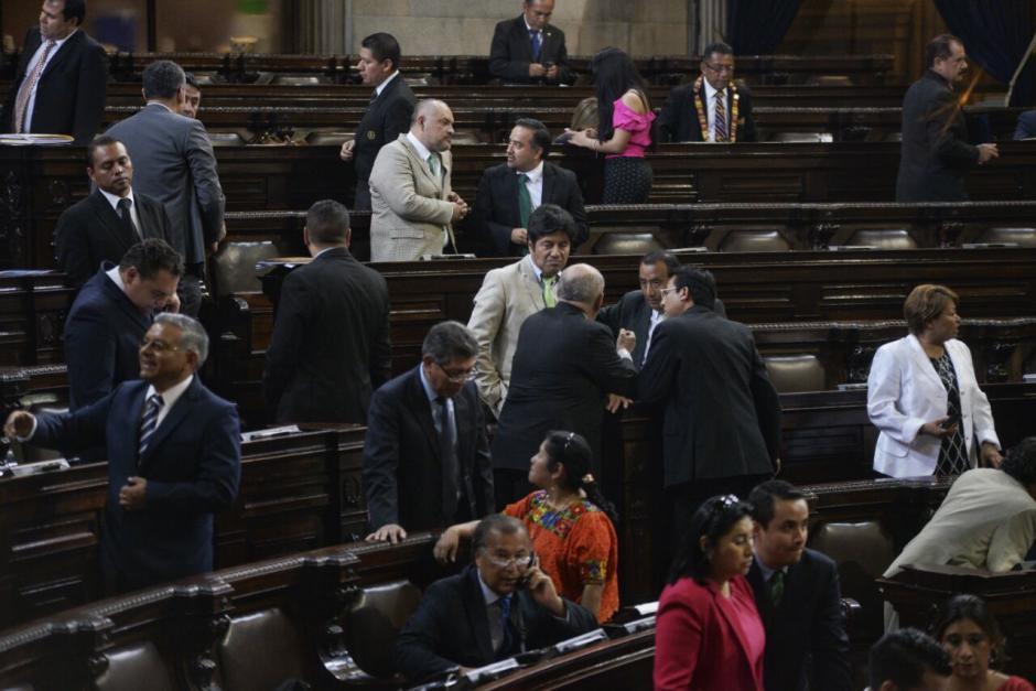 Varios diputados de la UNE se desmarcaron para evitar que Carlos López Girón fuera suspendido temporalmente. (Foto: Wilder López/Soy502)