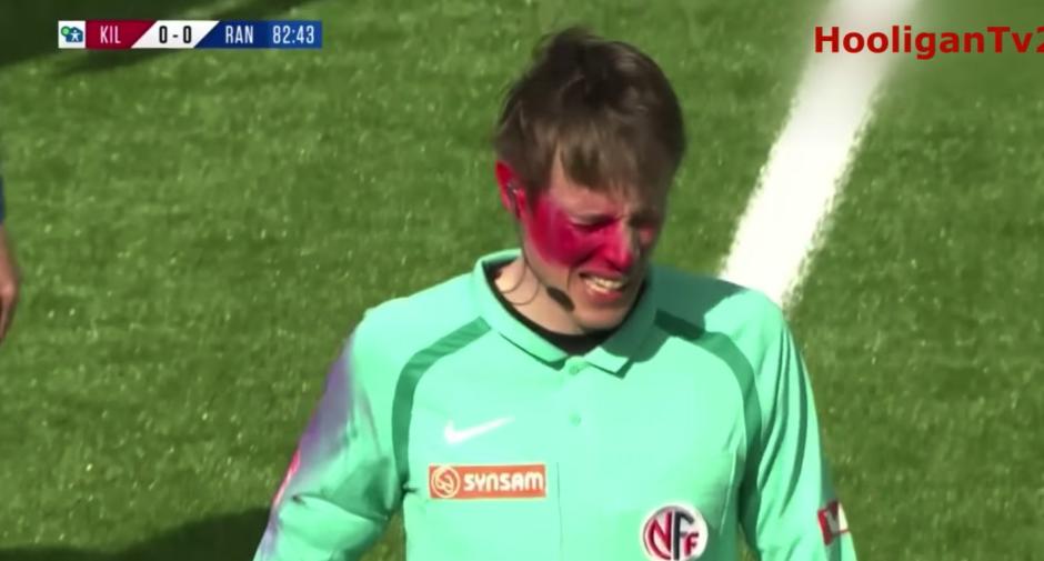 Hincha invade campo para bañar con pintura a un árbitro — YouTube