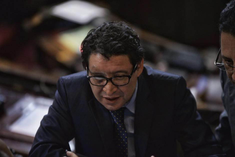 La solicitud de interpelación la efectuó el diputado Álvaro Velásquez, quien recientemente sufrió un accidente. (Foto: Wilder López/Soy502)