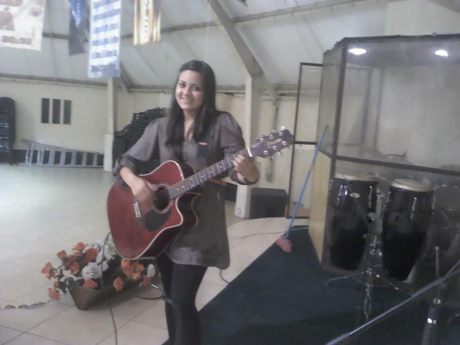 Gaby cantaba en la iglesia que pertenecía en Xela. (Foto: Erick Lancerio)