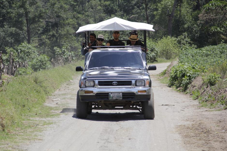Estos vehículos logran subir hasta el mirador del volcán, unos dos kilómetros desde Laguna Seca. (Foto: Fredy Hernández/Soy502)
