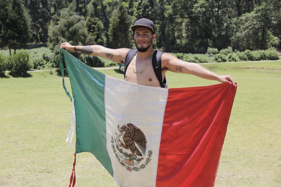 Héctor Armando Alfaro lleva cuatro días en Guatemala y su destino final es Argentina. (Foto: Fredy Hernández/Soy502)