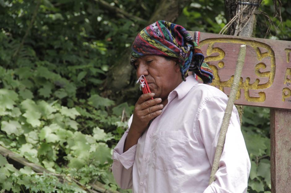 Algunas personas realizan ceremonias en el sitio natural. (Foto: Fredy Hernández/Soy502)