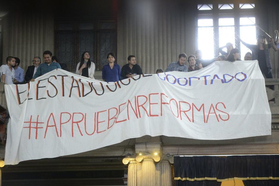 Un grupo de ciudadanos llegó a respaldar las reformas. (Foto: Wilder López/Soy502)