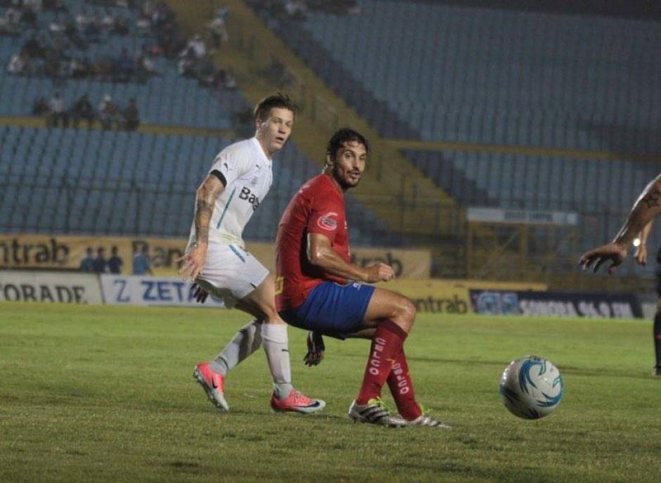 La afición de Comunicaciones se molestó con su equipo. (Foto: Luis Barrios/Soy502)