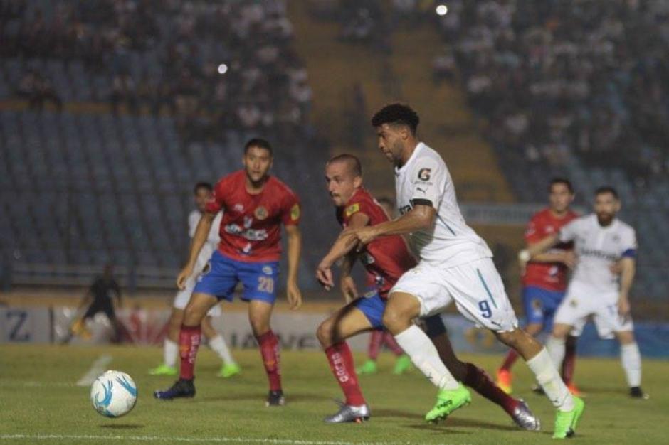 Los Rojos iniciaron con Marco Pablo Pappa de titular. (Foto: Luis Barrios/Soy502)