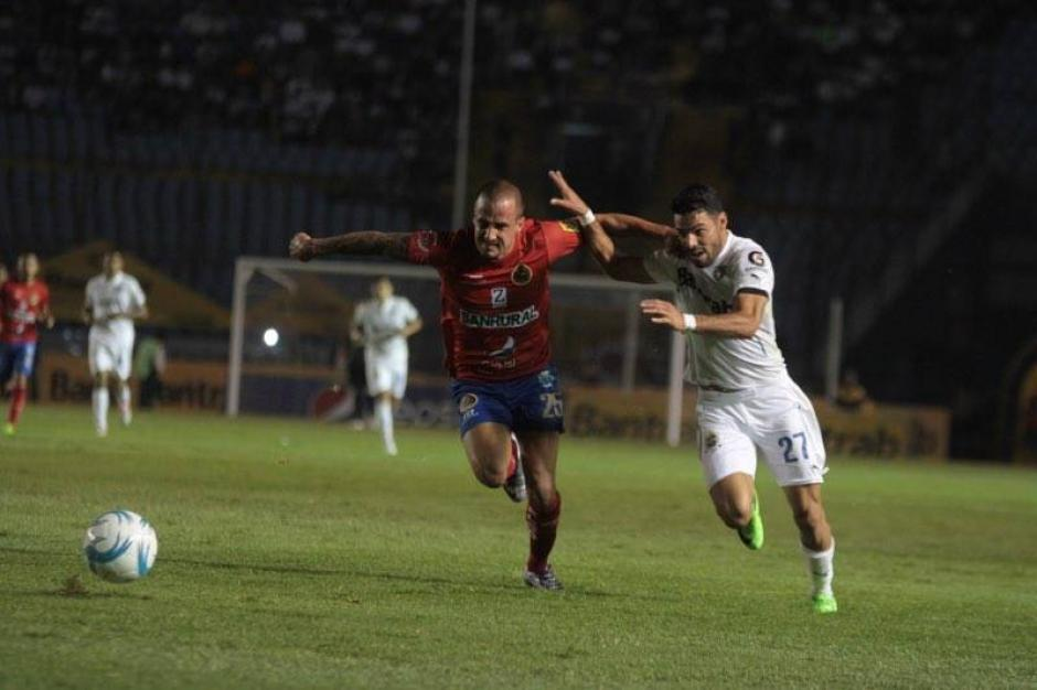 El juego se vivió con intensidad. (Foto: Luis Barrios/Soy502)
