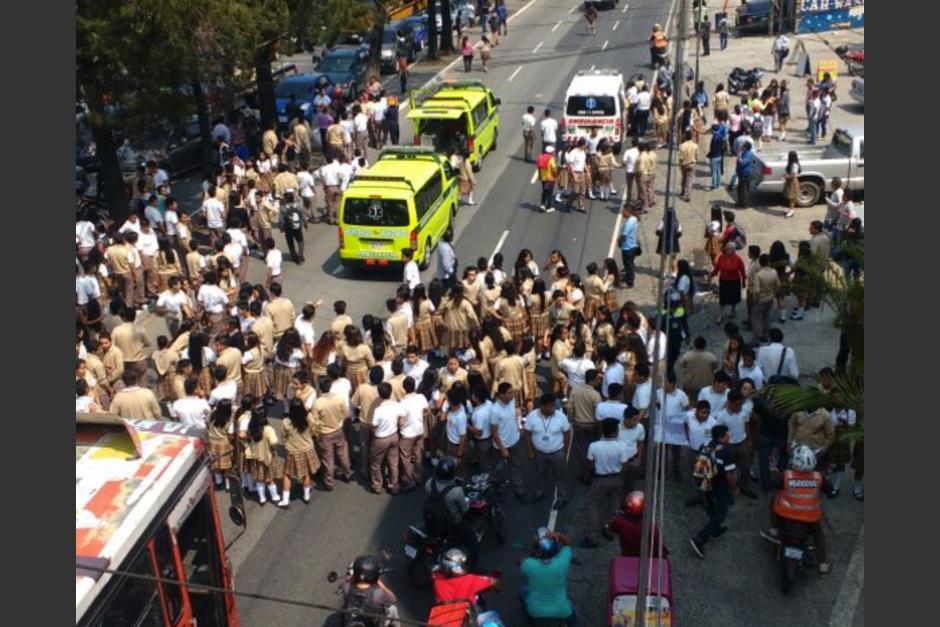 Al menos 10 estudiantes fueron atropelladas en la calzada San Juan. (Foto: Amilcar Montejo/PMT)