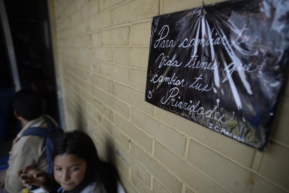 Los alumnos exigen que se les libere un fondo que se les cobró a sus padres a principio de año. (Foto: Wilder López/Soy502)
