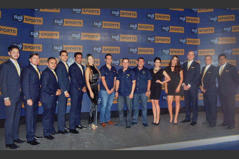 Directores de Tigo Star junto a figuras deportivas que tendrán participación en Tigo Sports. (Foto: Tigo)