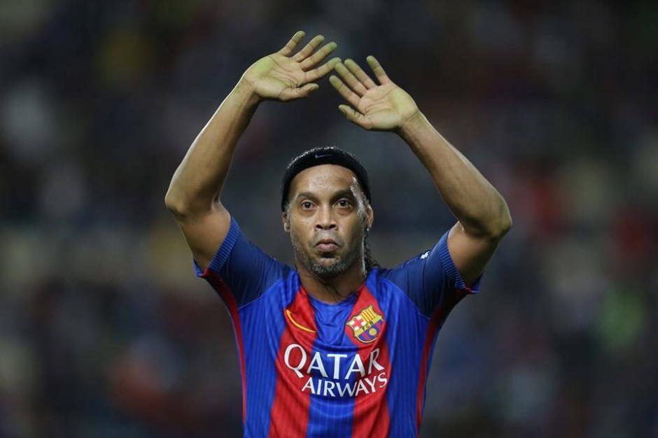 Ronaldinho guió al triunfo al FC Barcelona. (Foto: Twitter)
