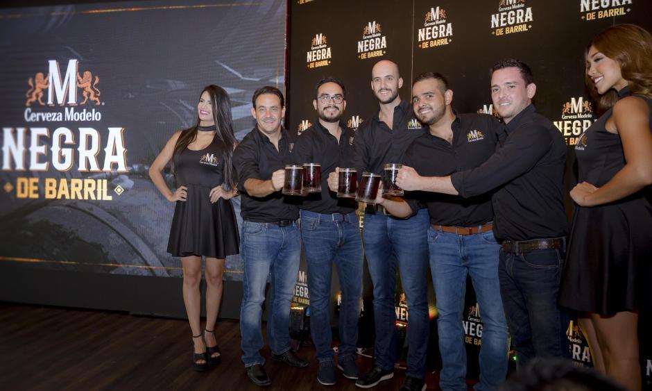 Representantes de Ambev Centroamérica expusieron las cualidades de la nueva Modelo Negra de barril. (Foto: George Rojas/Soy502)