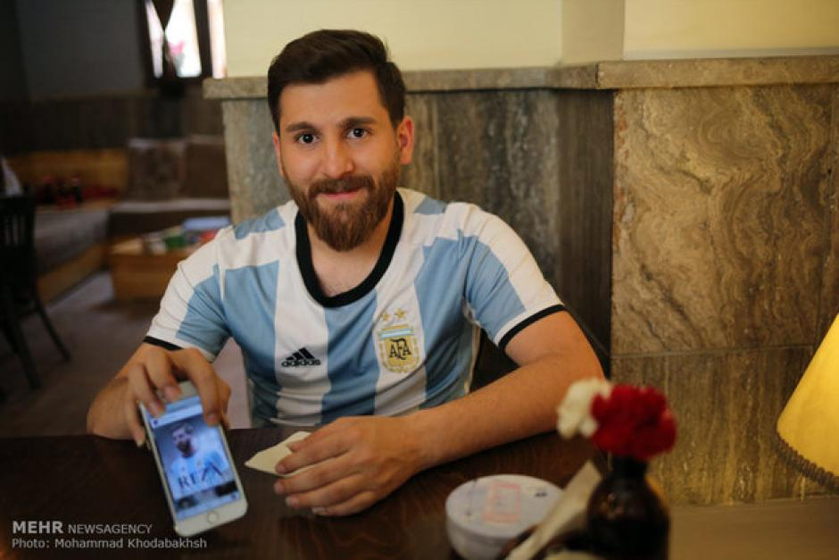 El hombre dice que su parecido es el mismo si ambos se quitan la barba. (Foto: Mehr News Agency)