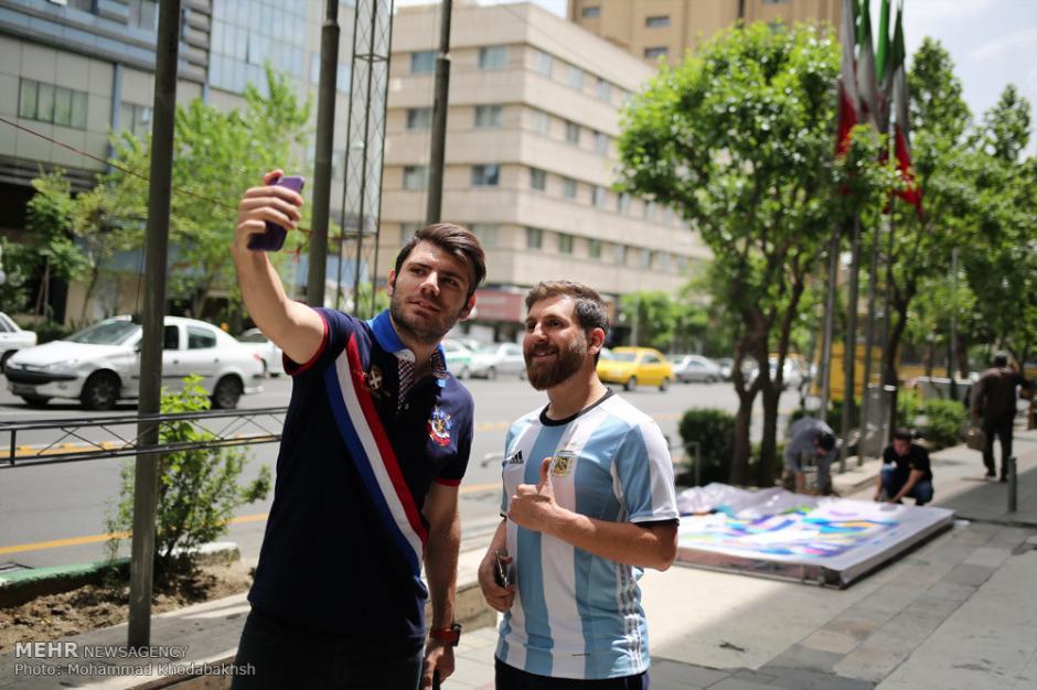 Las personas le piden fotos cuando lo ven en la calle. (Foto: Mehr News Agency)