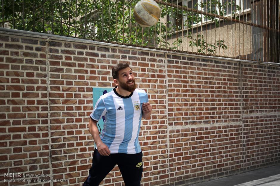 Ha tenido distintas experiencias por su parecido con Messi. (Foto: Mehr News Agency)