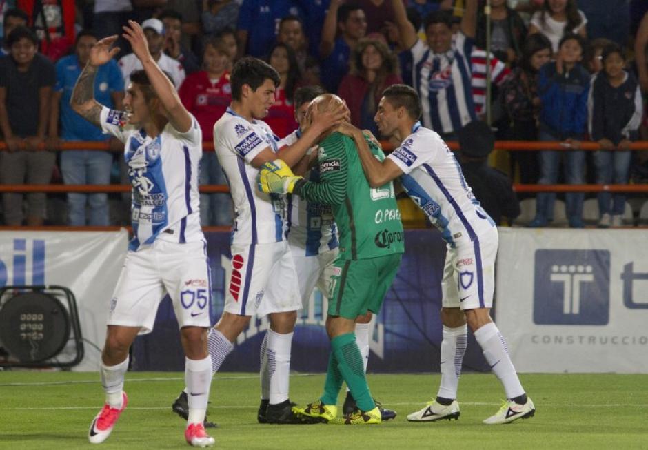 El portero anotó curiosamente a su ex equipo. (Foto: AFP)