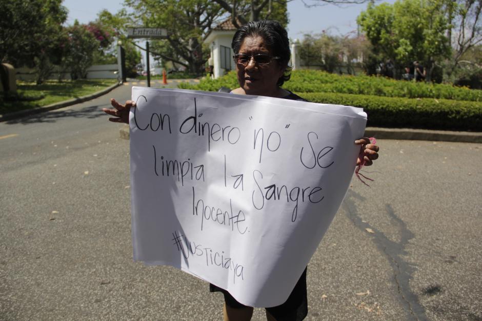 Valentina Lucas, vecina de Brenda, la recordará como una adolescente que daba alegría a su vecindad. (Foto: Fredy Hernández/Soy502)