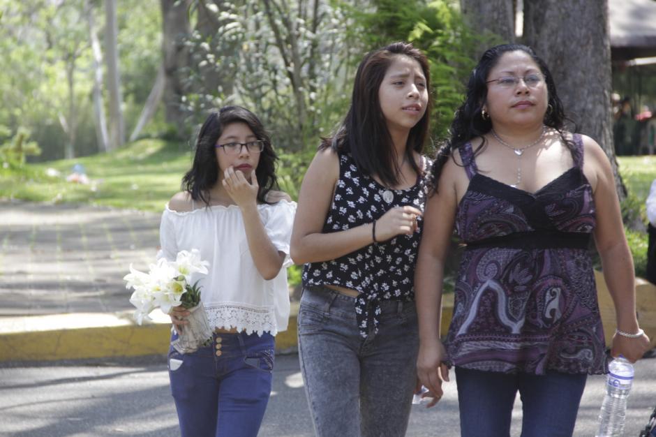 Cientos de personas asistieron al sepelio de Brenda para darle el último adiós. (Foto: Fredy Hernández/Soy502)