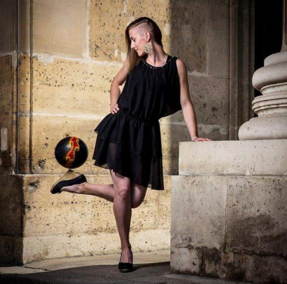 La bella joven de 26 años es una artista con el balón. (Instagram Melody Donchet)