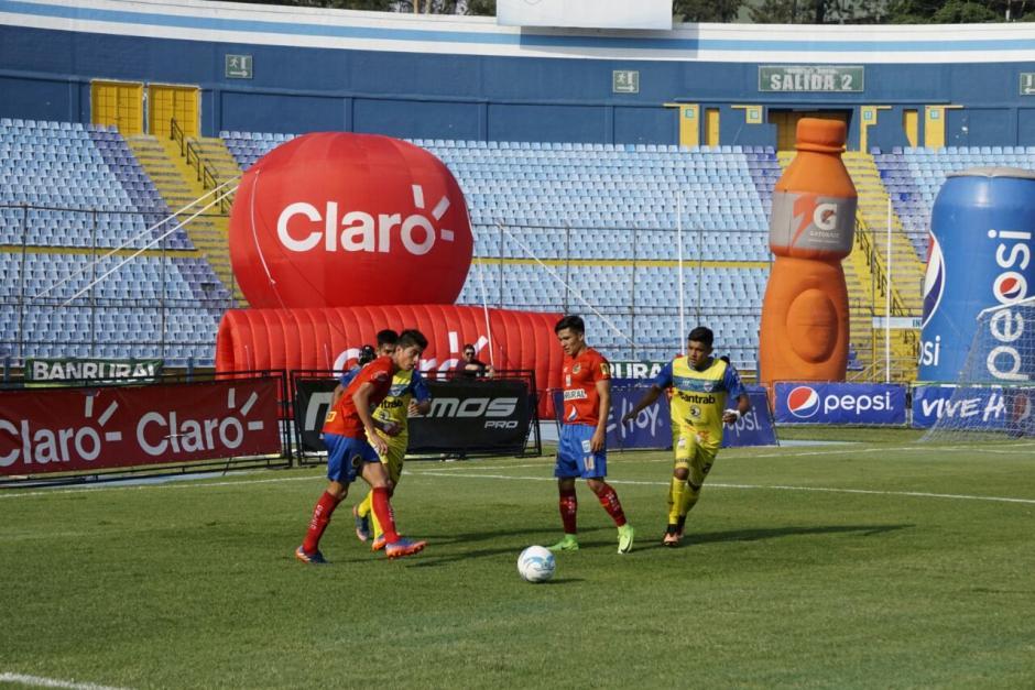 Ambos cuadros tuvieron pocas oportunidades de gol. (Foto: Álvaro Lainfiesta/Soy502)
