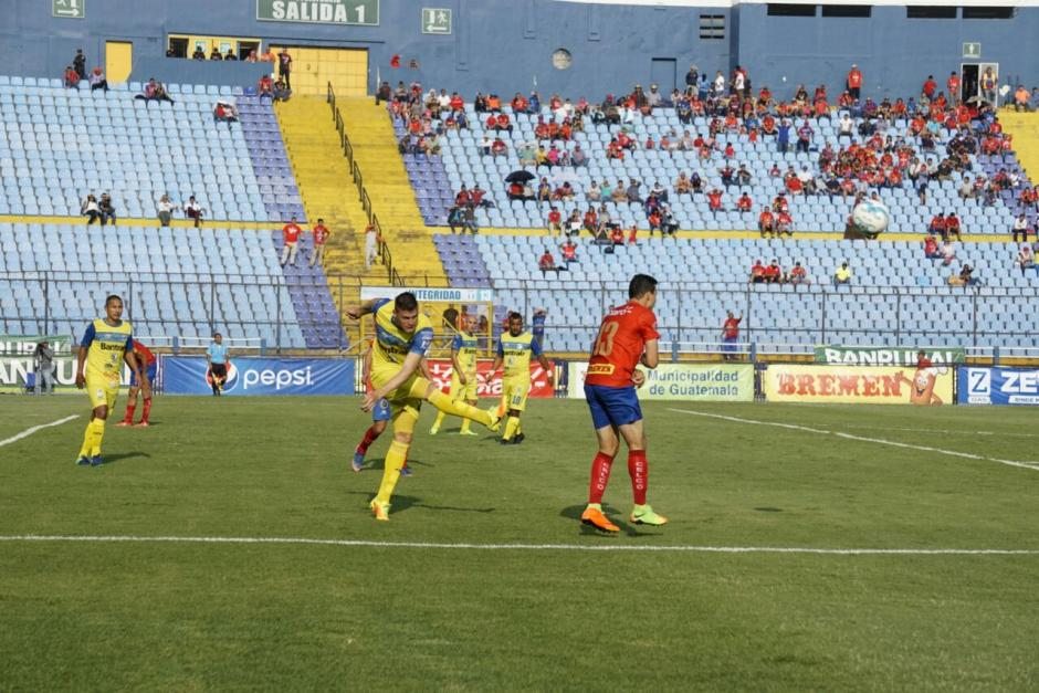 El empate se dio sin goles entre Municipal y Cobán. (Foto: Álvaro Lainfiesta/Soy502)