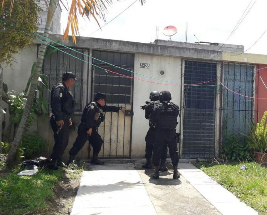 """Capturan al """"Liro Wander"""" en una casa en Valle de la Mariposa, Amatitlán. (Foto: PNC)"""