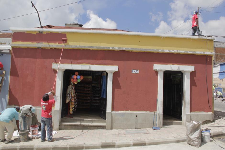 Esta tienda parece recobrar la magia colonial con los cambios realizados. (Foto: Fredy Hernández/Soy502)