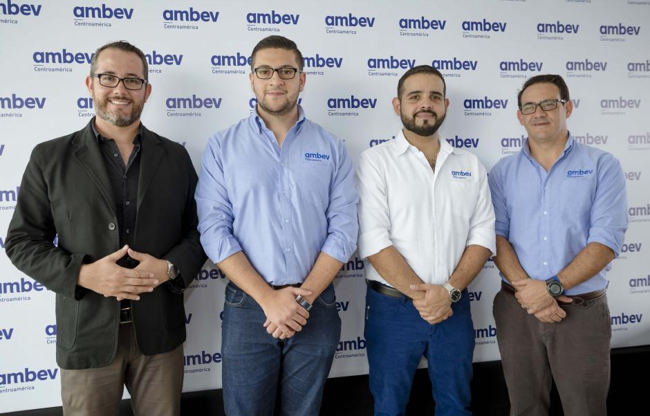 Representantes de Ambev Centroamérica, junto a uno de los desarrolladores del Proyecto 360 en conferencia de prensa. (Foto: George Rojas/Soy502)