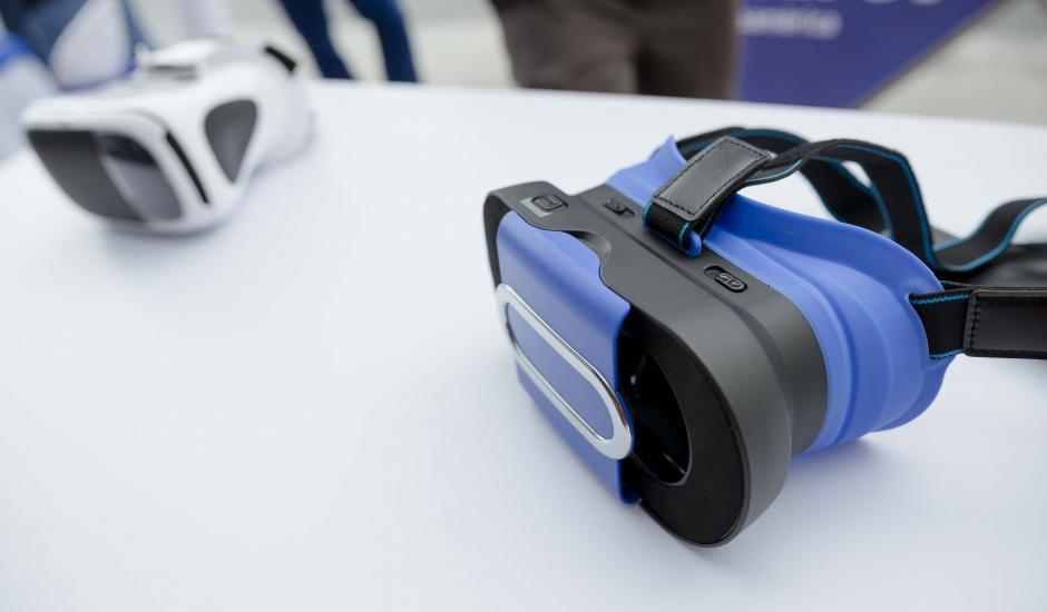 Los lentes de realidad aumentada pueden utilizarse para realizar el recorrido virtual. (Foto: George Rojas/Soy502)