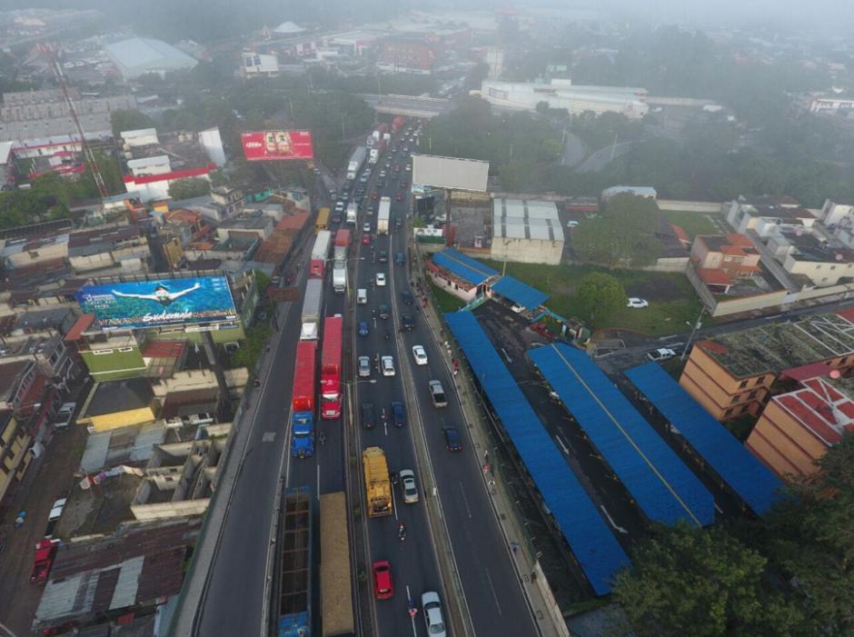 Aunque los trabajos fueron de madrugada el tráfico fue intenso. (Foto: Amilcar Montejo/PMT)
