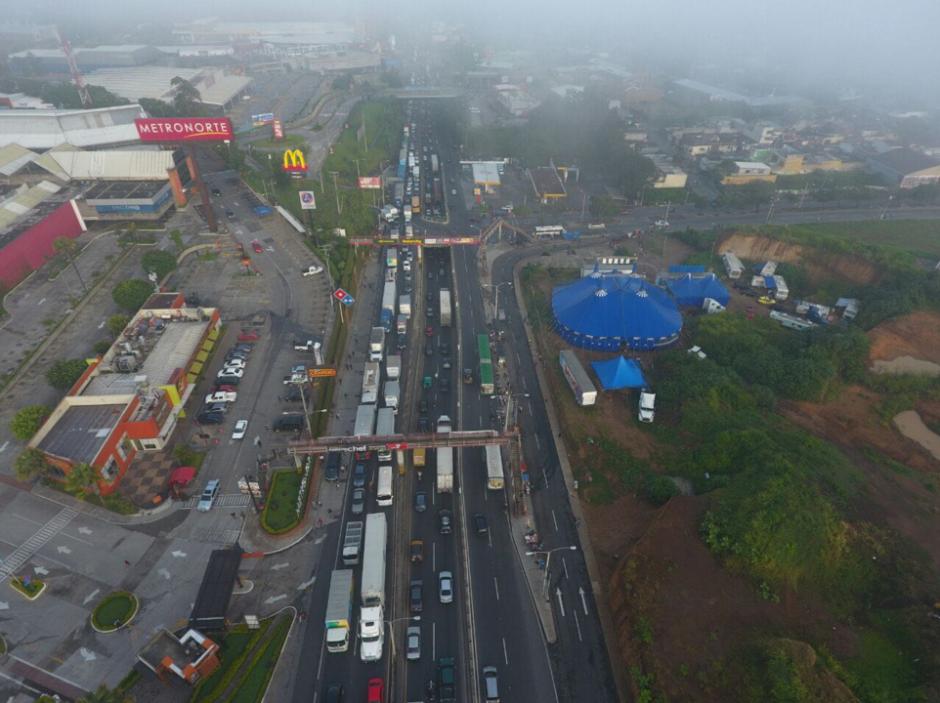 El camión y la grúa chocaron el martes pasado. (Foto: Amilcar Montejo/PMT)