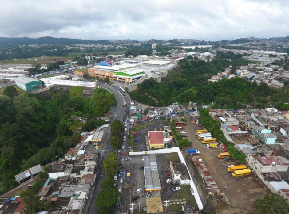 La grúa finalmente fue retirada. (Foto: Amilcar Montejo/PMT)