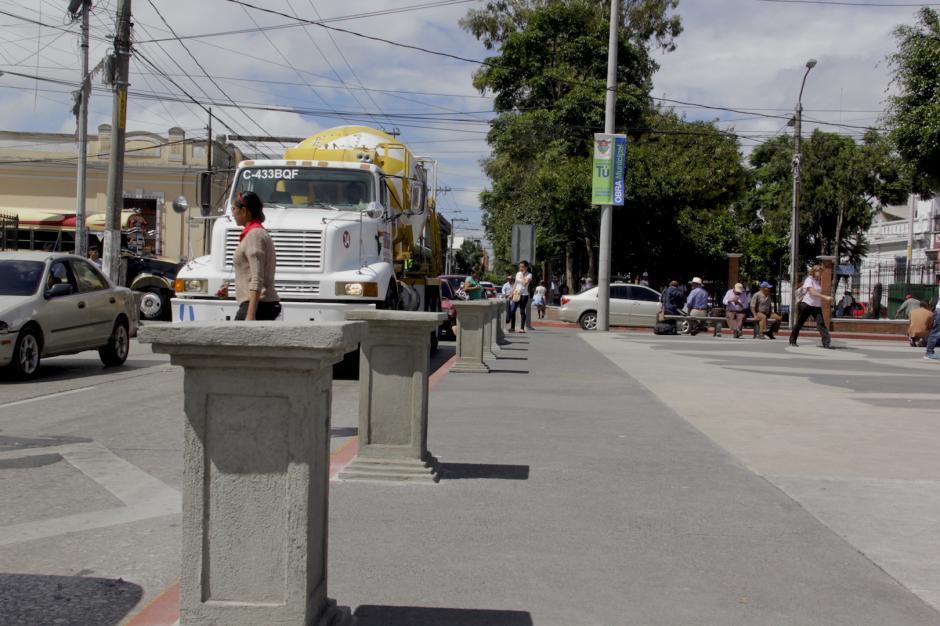 Se pusieron protectores para evitar que los automóviles ingresen a la plaza. (Foto: Fredy Hernández/Soy502)
